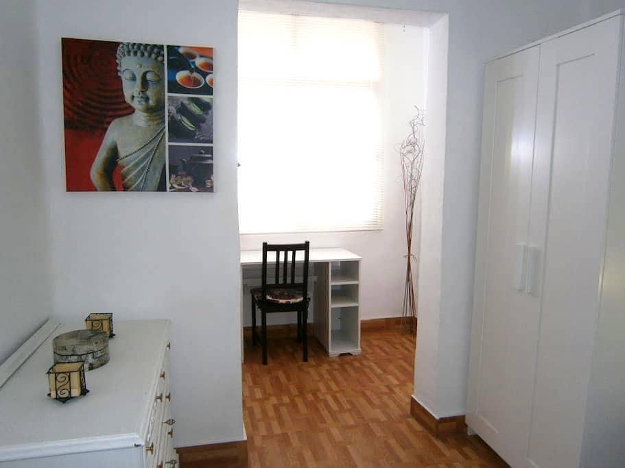 Habitación individual en Granada zona Zaidín - Urbanización los Vergeles - House