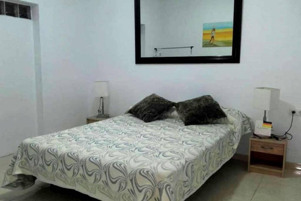 Habitación Privada con WC compartido - Puerto de  Santiago  - Dom