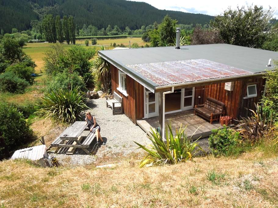 Bellbird Bach/Cabin - Motueka Valley - House