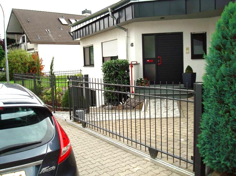 Nice, quiet room with bathroom and kitchen - Seligenstadt