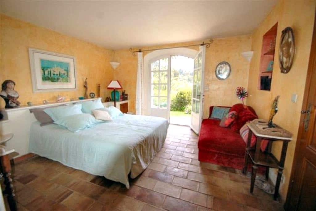 Room with view to St  Paul de Vence - Saint-Paul-de-Vence - House