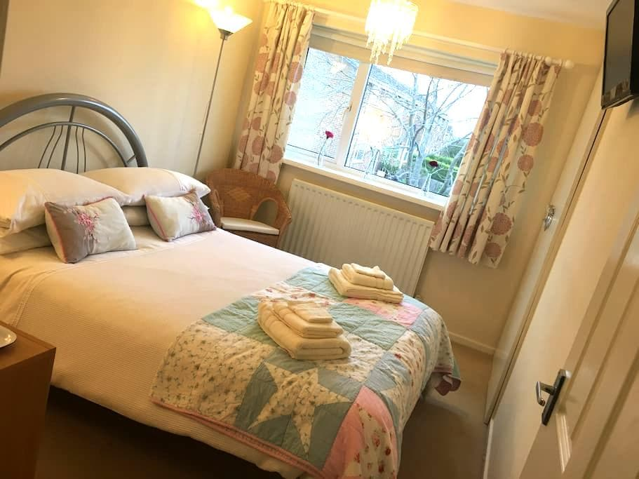 Bright, spacious double 2.5 miles from Durham City - Ushaw Moor - Hus