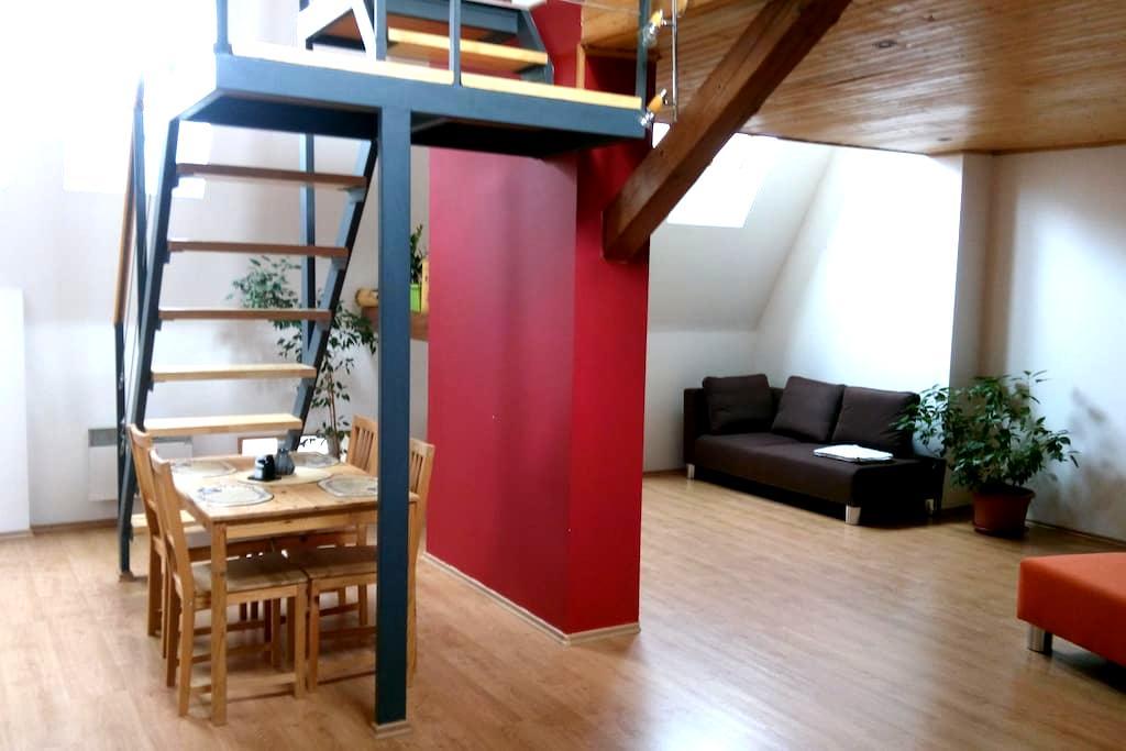 Vybavený podkrovní byt (mezonet) - Brünn