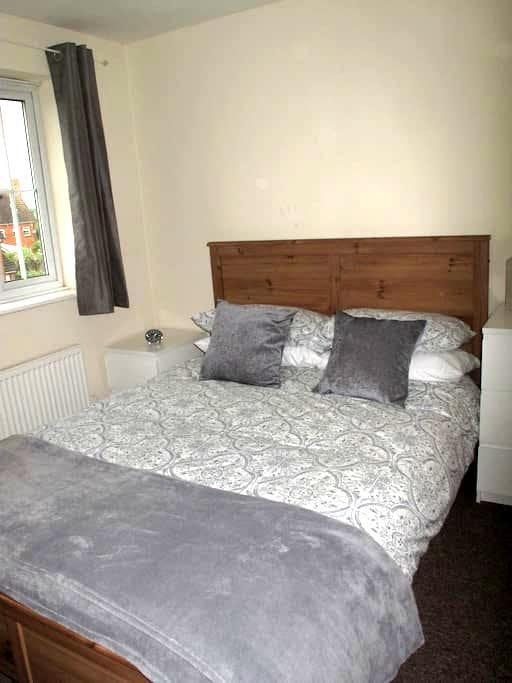Double En Suite Bedroom - Hatfield