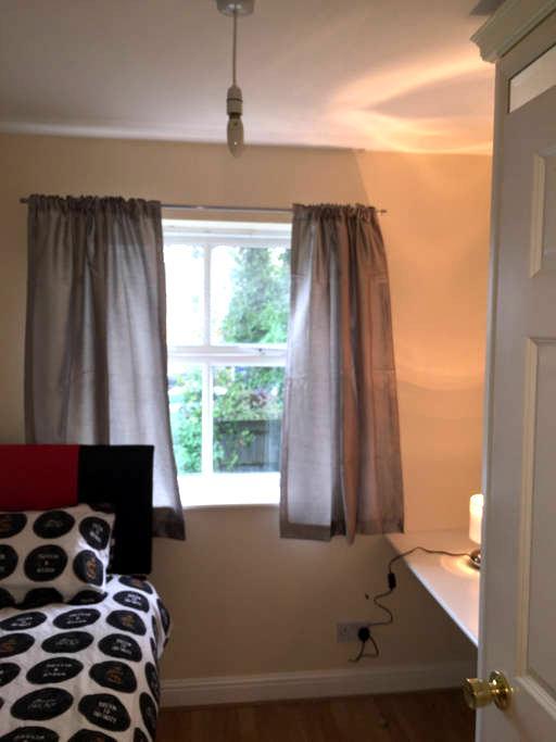 Single room in Crawley town centre - Crawley