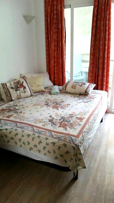 Zimmer mit Balkon und eigenem Bad - Capdepera
