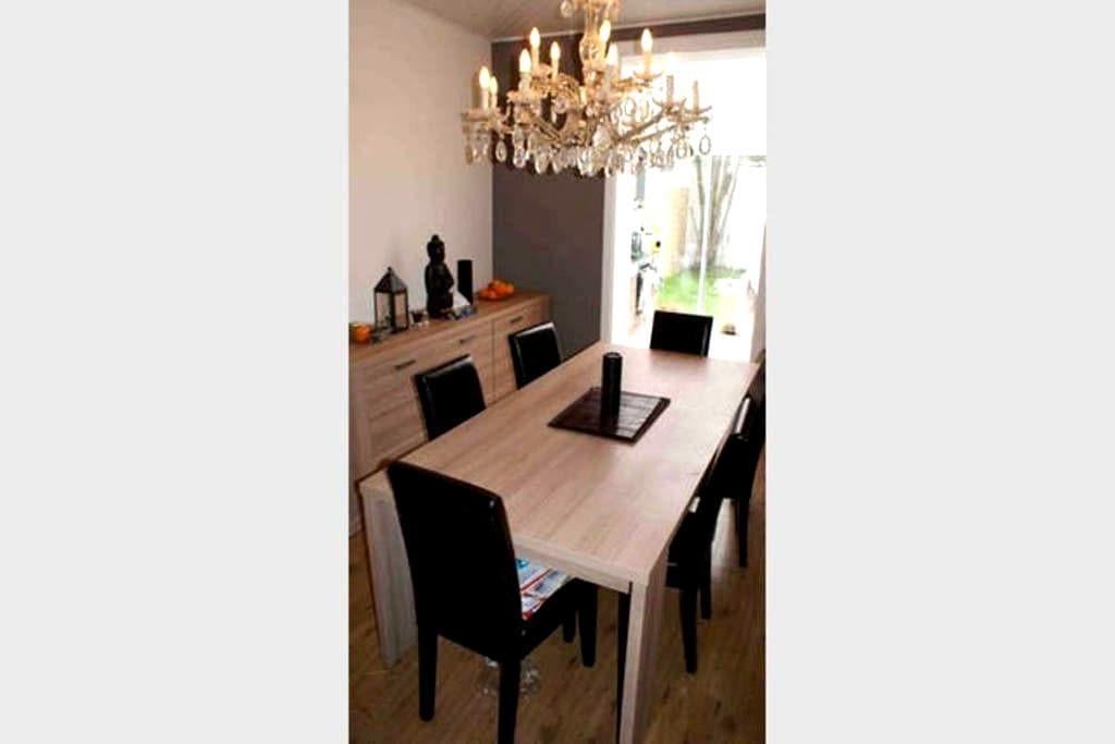 Chambre dans maison avec jacuzzi et jardin - Berchem-Sainte-Agathe - Дом