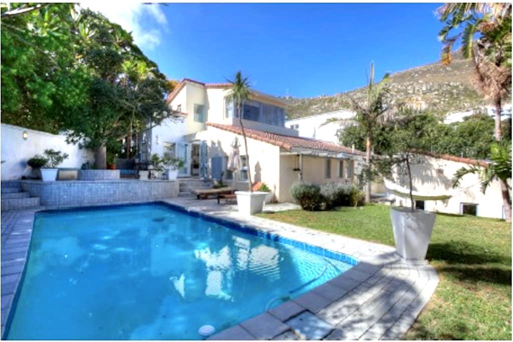 Llandudno Corner Cottage - proximity to the beach! - Cidade do Cabo - Casa