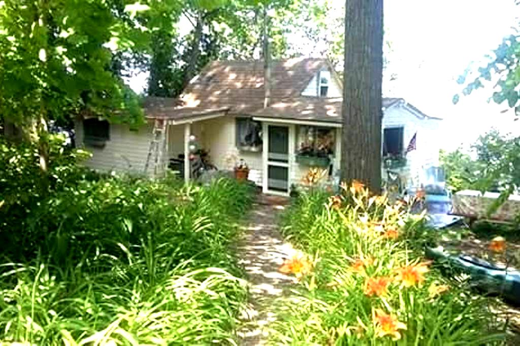 Charming Cottage on Lake Champlain - Colchester