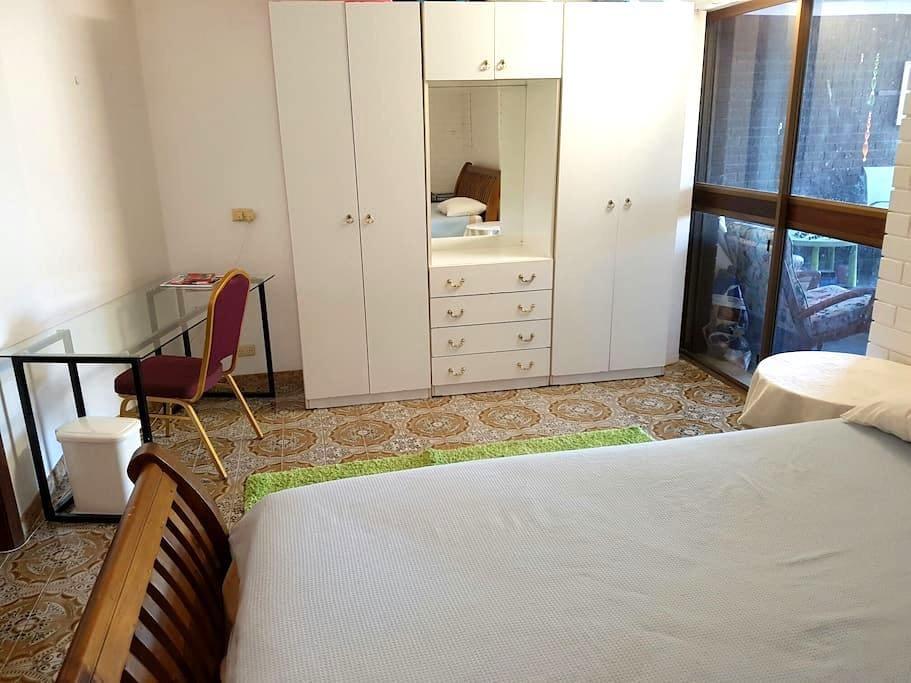 Queen Bed in Sylvania - Sylvania - Apartament
