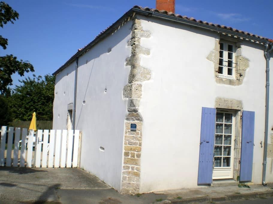 Charentaise  15 km La Rochelle - Vérines - House
