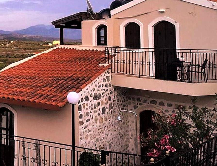 Elia Villas - Naias Villa traditional stone home. - Heraklion