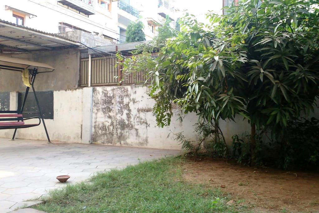Bed with Breakfast - Gandhinagar