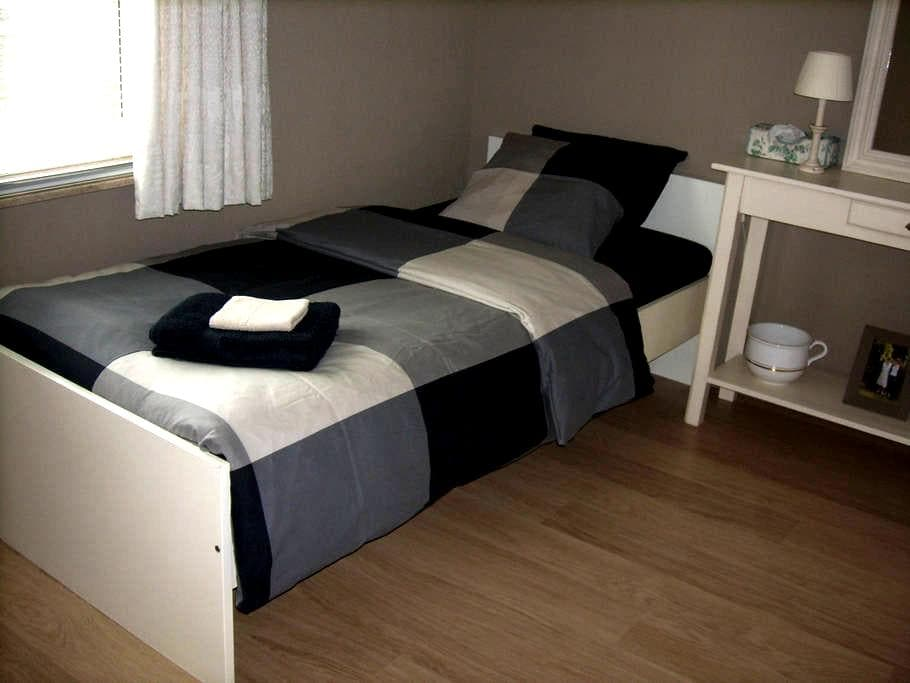 lovely room with single bed - Machelen - Casa