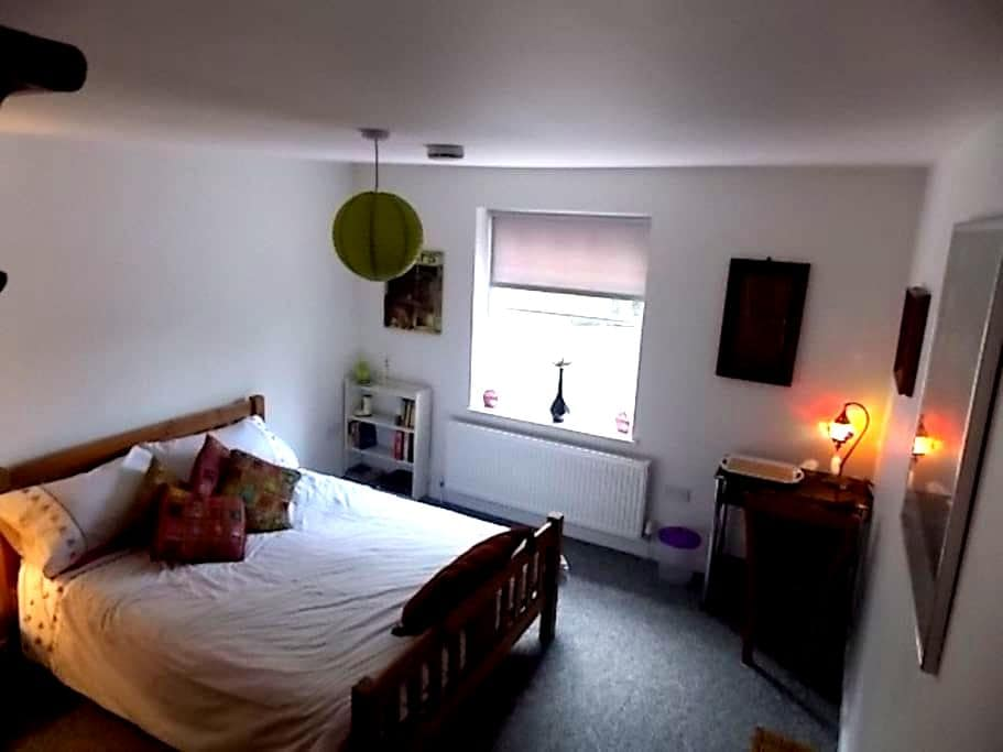Lovely, spacious double room  - Southwick - Inny