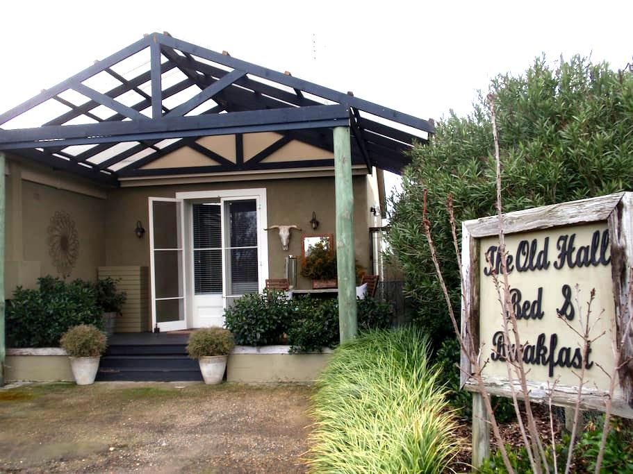 Jugiong  old hall bed and breakfast - Jugiong - Bed & Breakfast