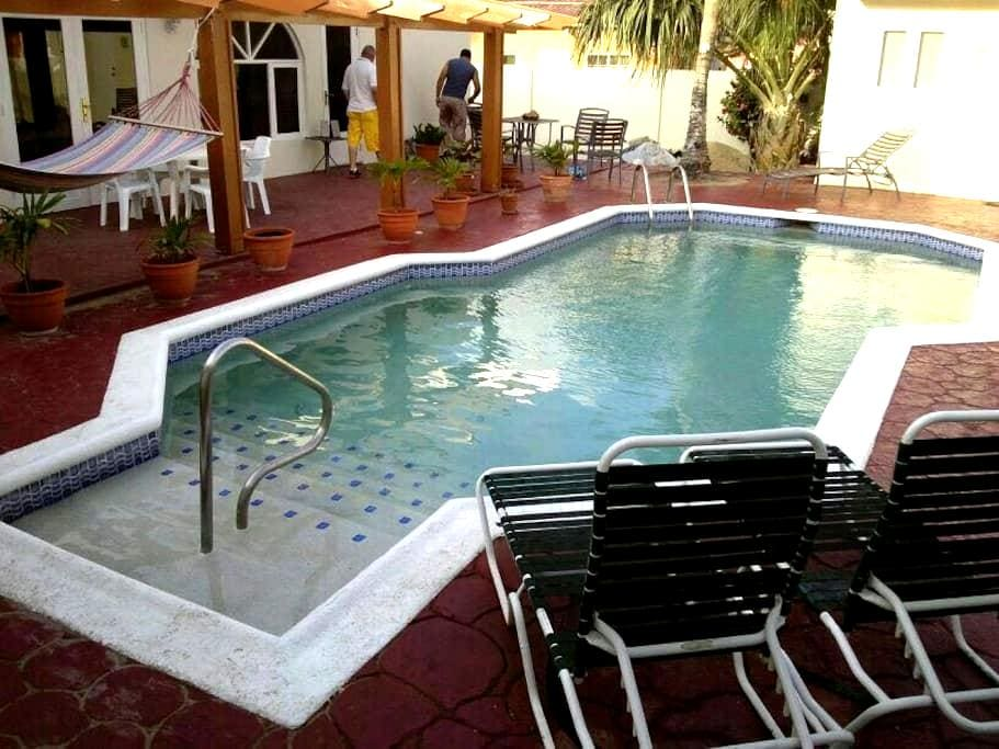 Courtesy Low Budget Apartments Aruba 2 - Oranjestad - 아파트