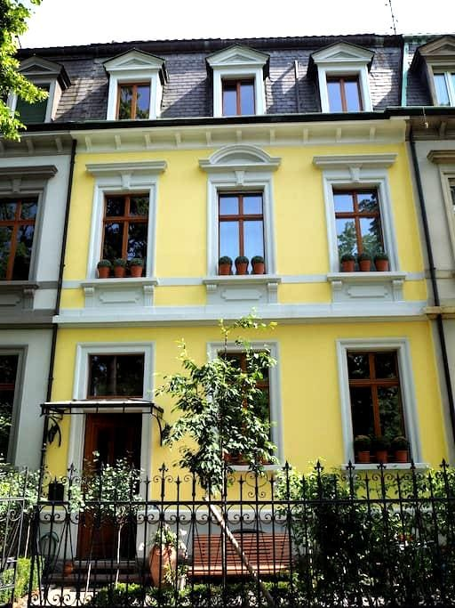 Blumer B & B - Basel - Bed & Breakfast