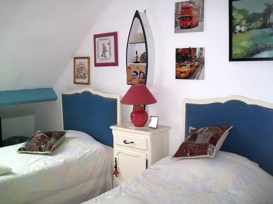 chambre lits jumeaux pour 2 personnes - Merville-Franceville-Plage - Bed & Breakfast