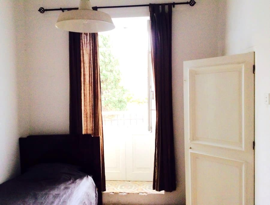 Single room very close to Valletta - own wc/shower - Floriana