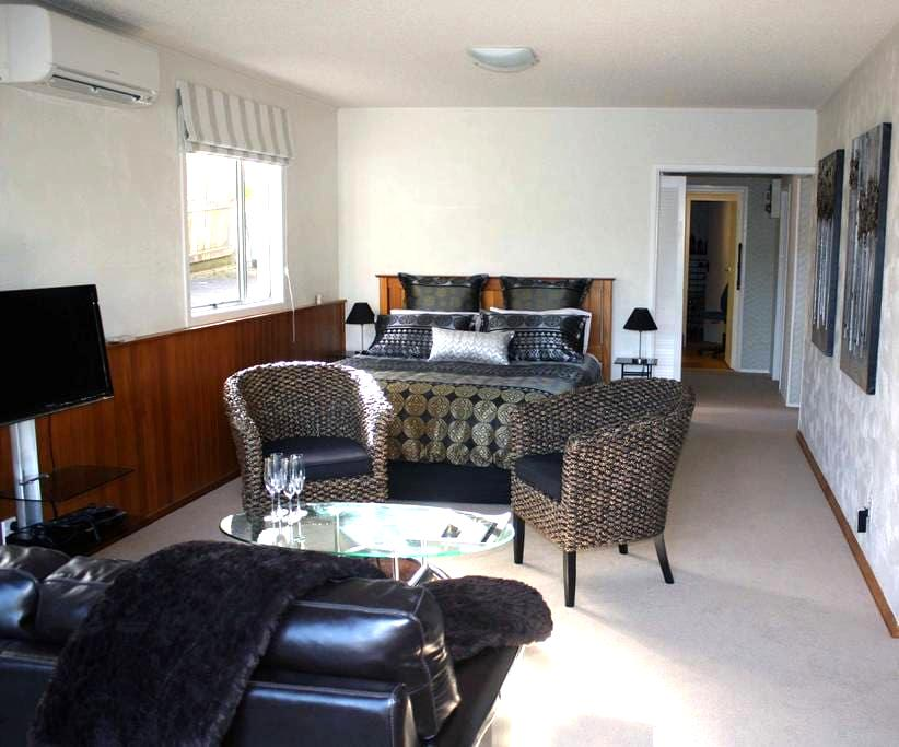 Spacious self contained apartment. - Auckland - Bed & Breakfast