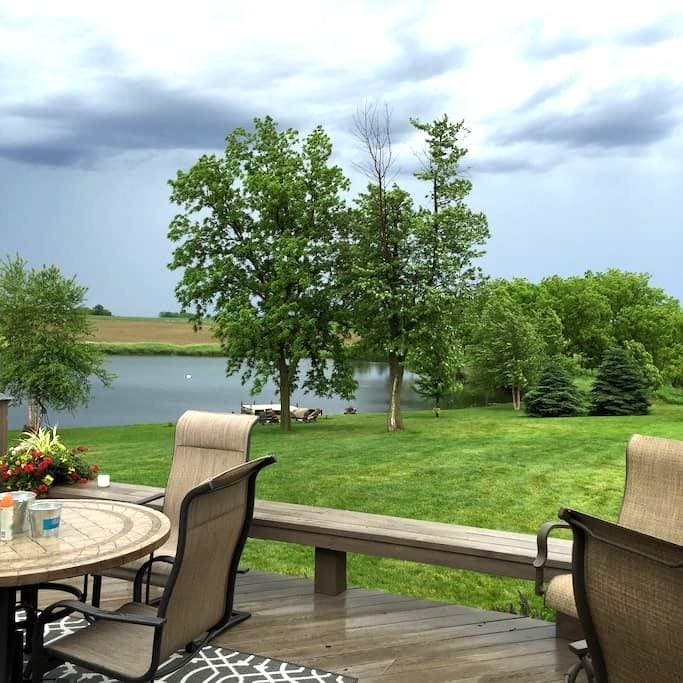 Country Ranch with Lake Views - Fremont - Maison