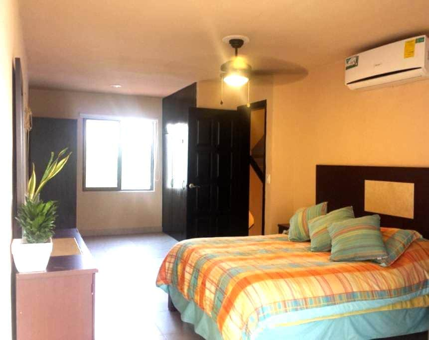 BEST PRICED ROOM IN HOTEL ZONE IN CANCUN QS BEED - Cancún - Villa