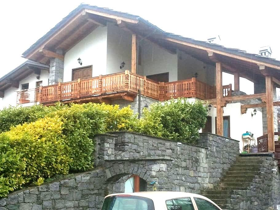 Tipica casa valdostana con giardino - Chef-Lieu - Hus
