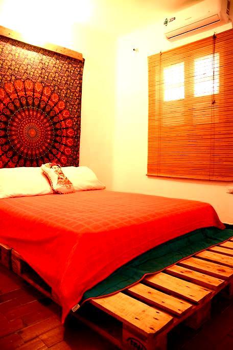 Cozy 1 Br in bohemian Getsemani, Walled City - Cartagena - Appartement
