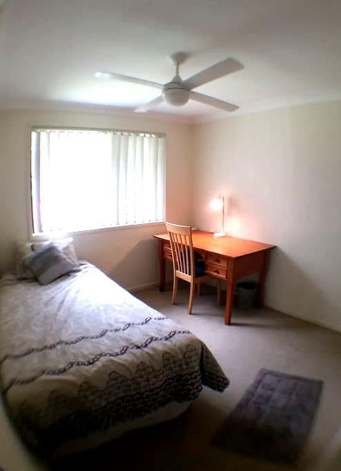 Comfortable  Single room in Oxley - Oxley - 独立屋
