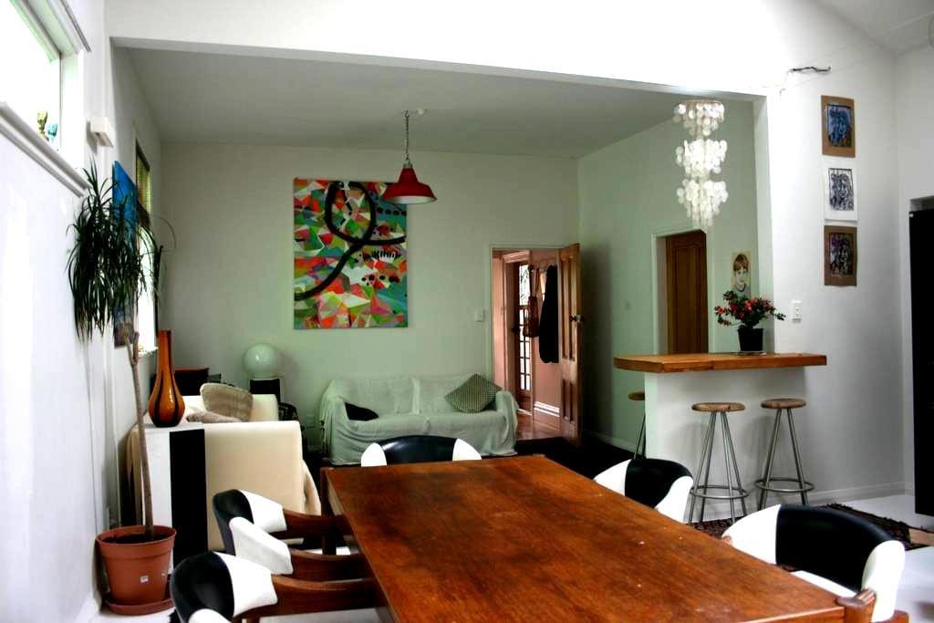 Sunny House in Brooklyn - Wellington - Rumah