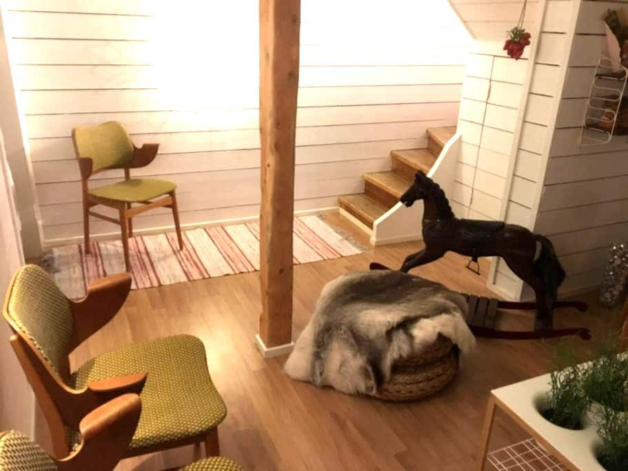 Room with bed sofa for two - Kiruna - Hus
