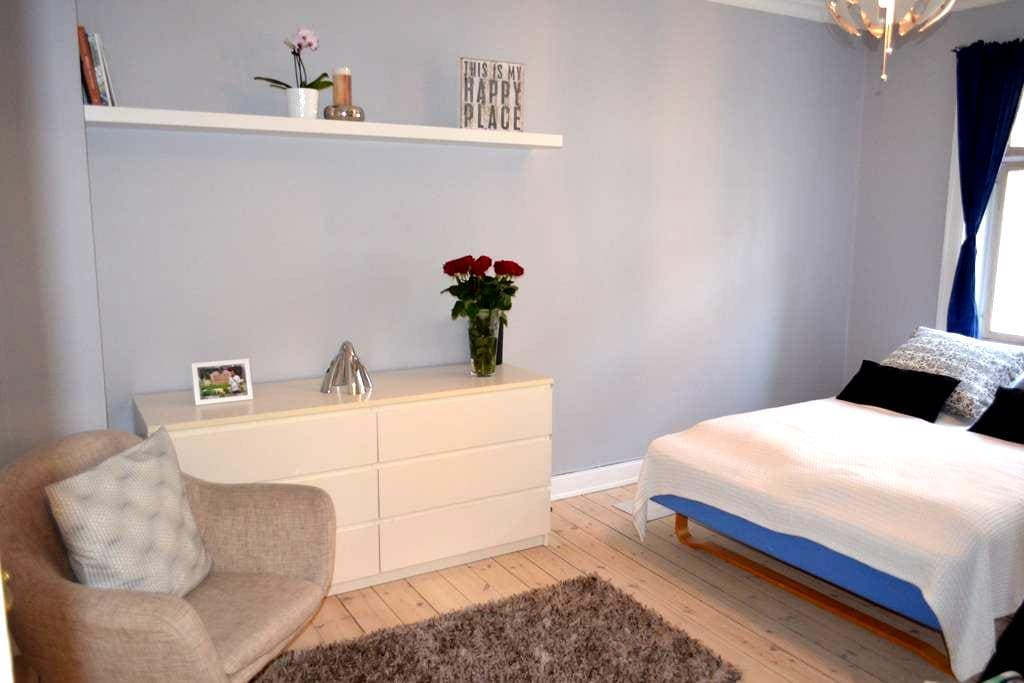 Cozy room in perfect location, close to everything - København