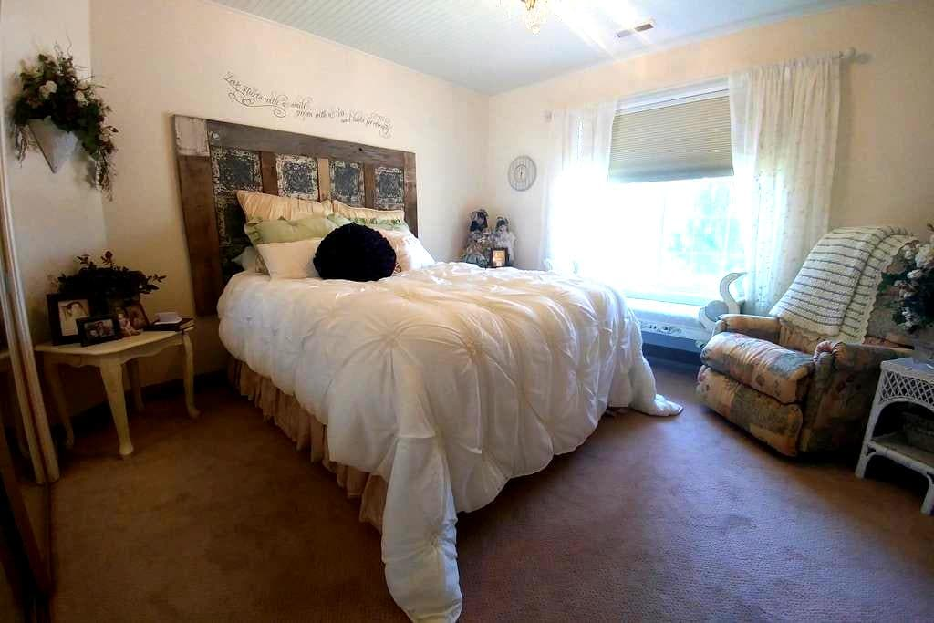 Private Upstairs Bedroom II - Cedar City - Ev