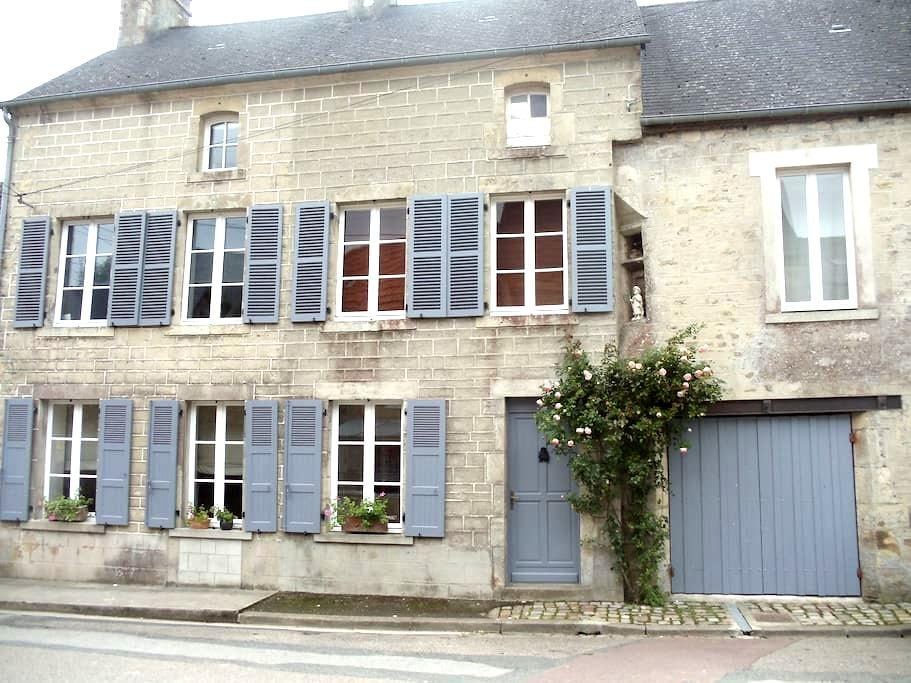 """chambre d'hotes """"Ronsard"""" - Montebourg - Bed & Breakfast"""