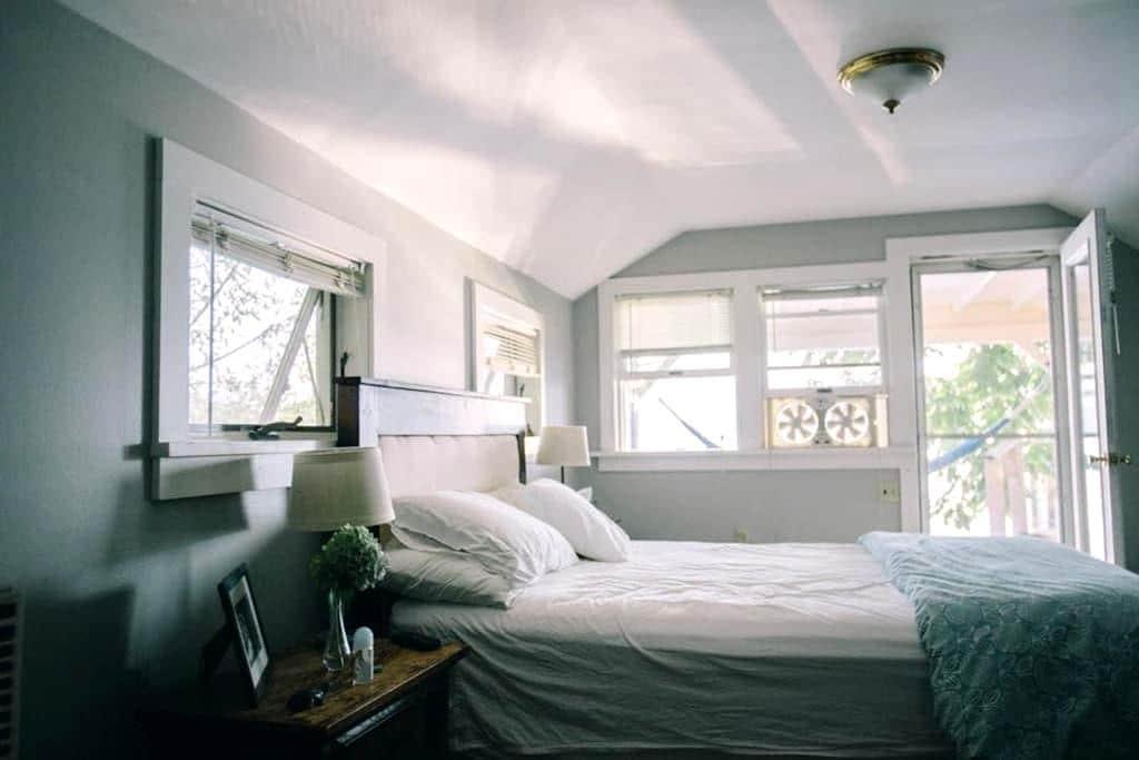 Charming bedroom on cayuga lake - Ithaca - Maison