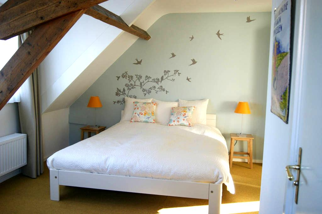 Charming room in farmhouse. - Eindhoven - Bed & Breakfast