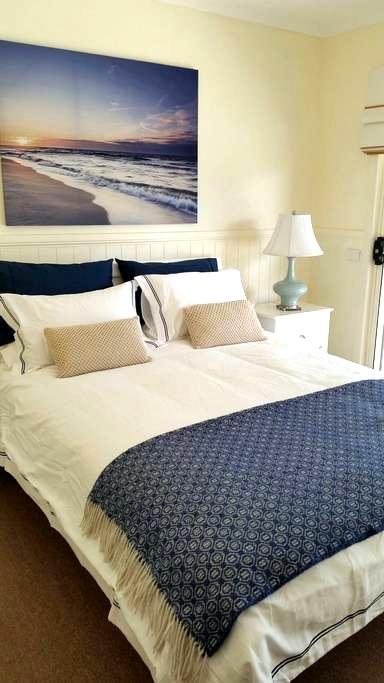 THE SANDCASTLE GUEST HOUSE - Apollo Bay - Bed & Breakfast