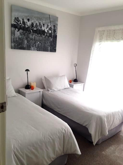 Twin/King Room - Newly Refurbished - Benalla - Ev