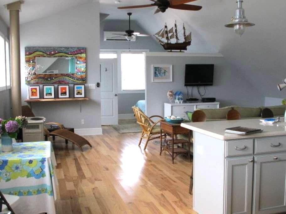 Seashore loft..open floor plan..NEW - West Cape May - Apartemen