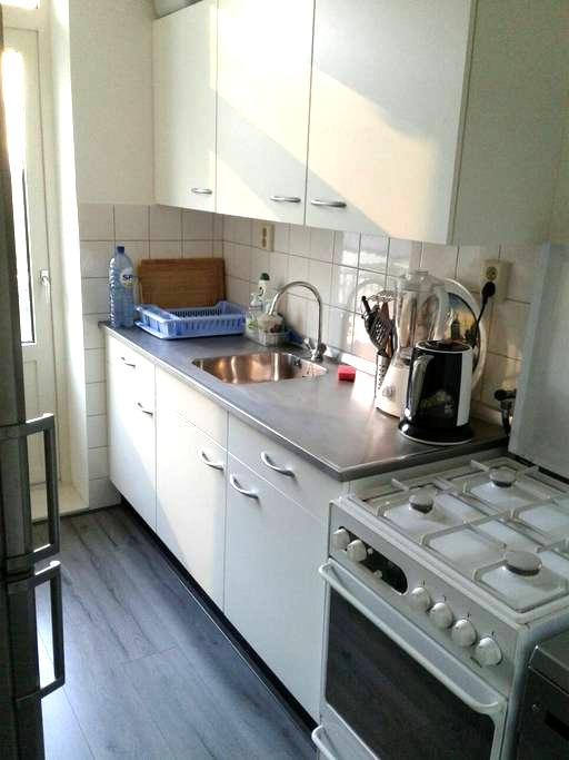 Private room with lock + 2 bikes - Rotterdam - Appartement