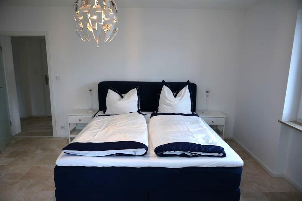 Schöne 100 qm Wohnung in Germering - Germering - Apartamento