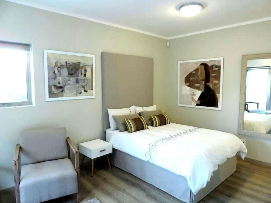 Contemporary batchelor flat - Paarl - Apartment