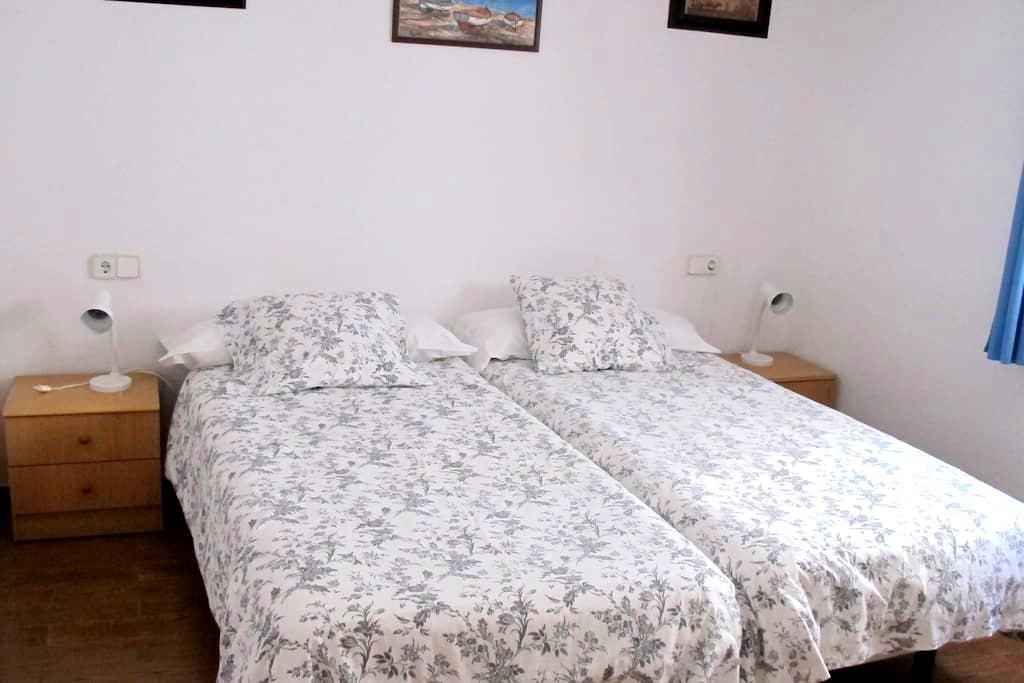 Double private room in a lovely part of Cadaqués - 卡达凯斯 - 连栋住宅