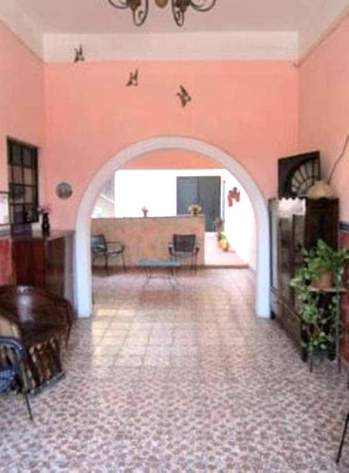 Room for Six - Ciudad de Armería