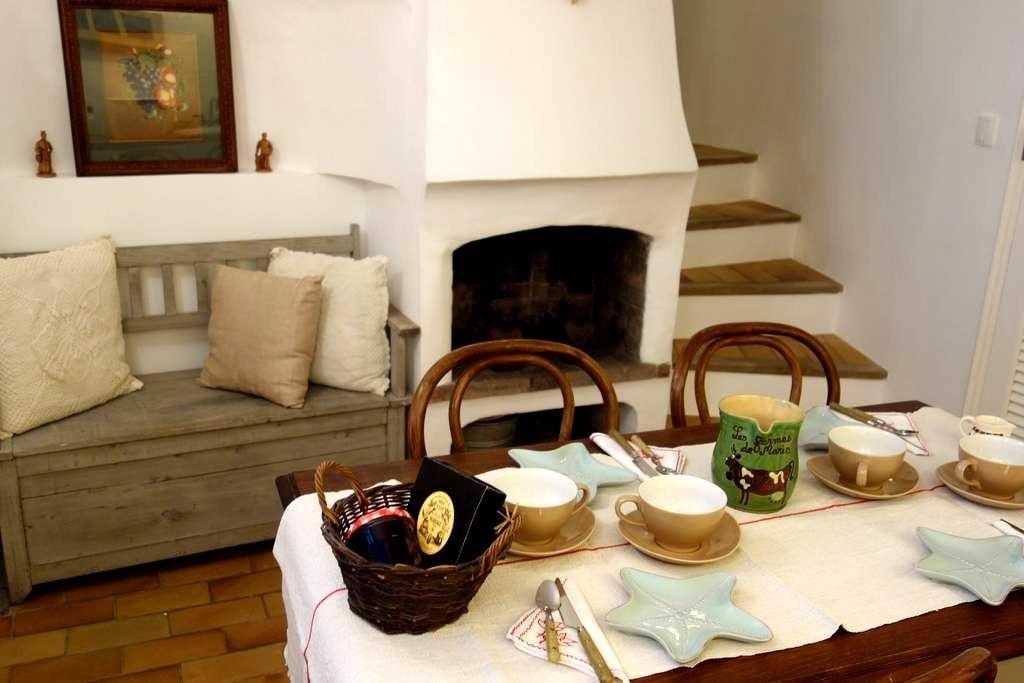 Presqu'île St-TROPEZ romantic house - Gassin - House