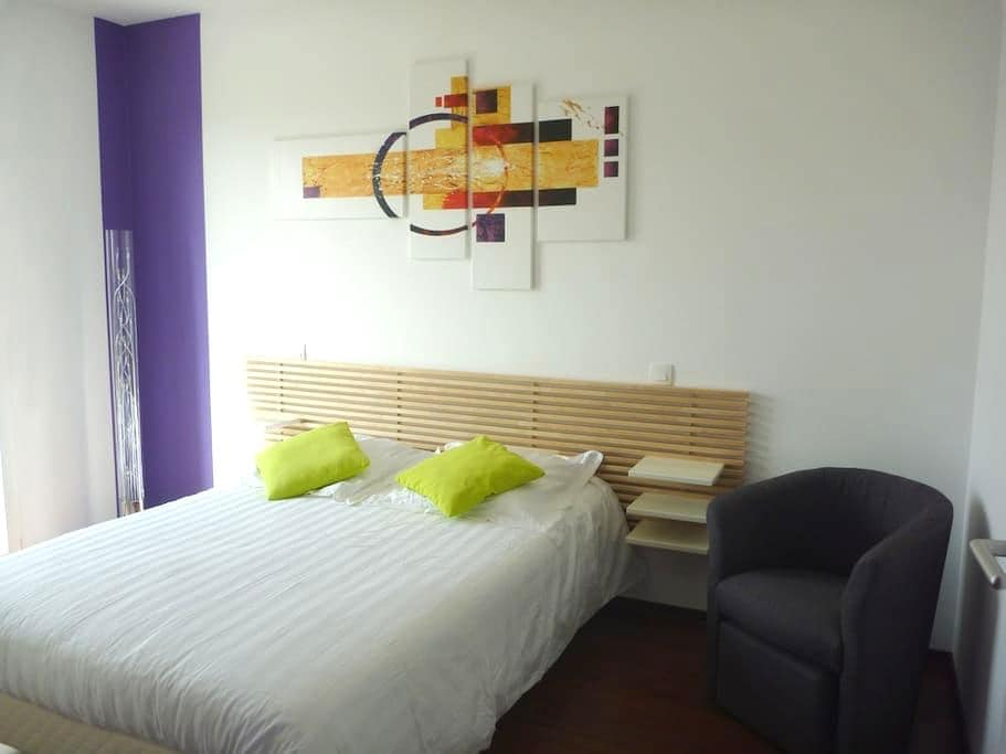 Chambre lumineuse, moderne au calme - Rieux-Volvestre - Huis