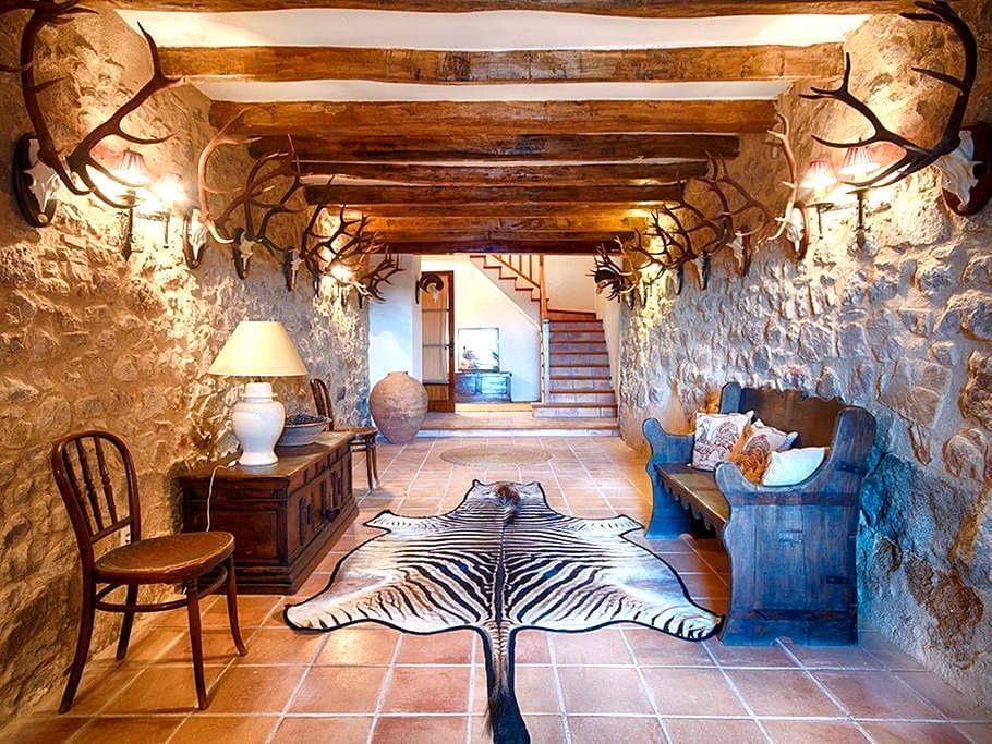 Mas Mallol, a Luxury XVIII century farmhouse - Agullana - House
