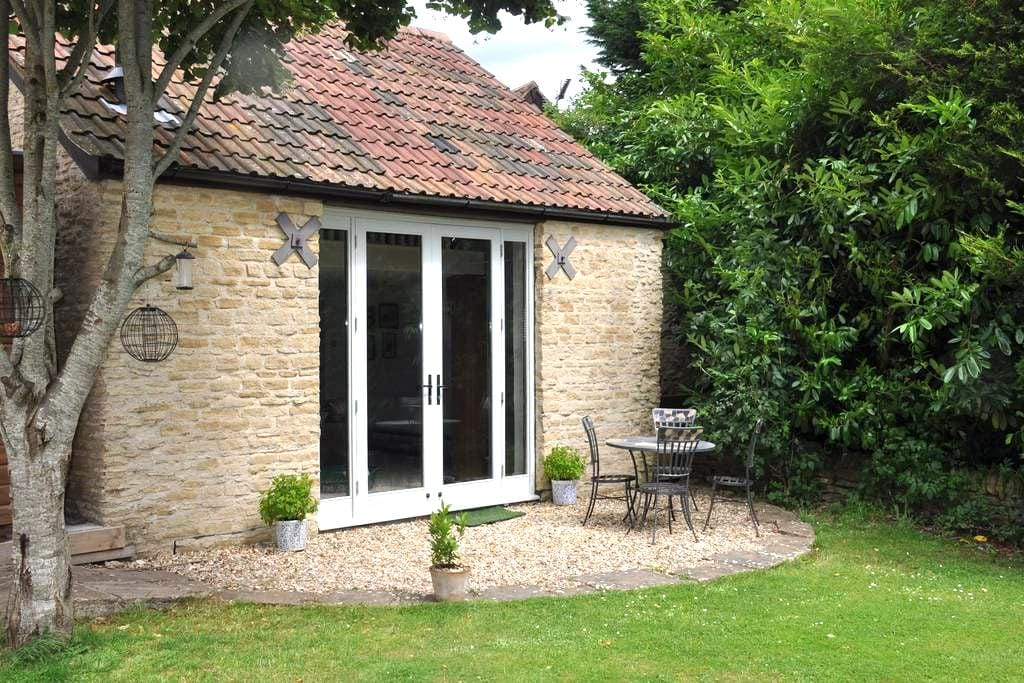 Large, Private Suite in a Lovely Converted Barn. - Wiltshire - Casa