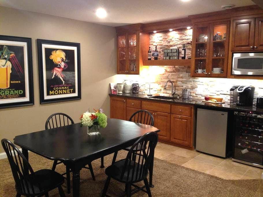 Peaceful, spacious and comfy lower level retreat - Cannon Falls